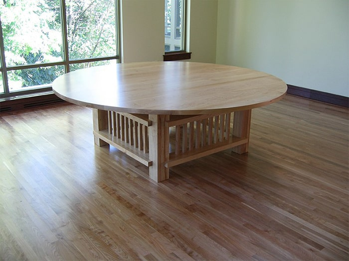 Maple table round